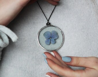 Pressed violet flower pendant, stained glass jewelry, round dried plant necklace, clear botanical medallion, nature inspired art