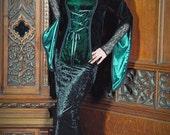 VAMP SKIRT - Black velvet 'fit & flare' skirt, with deep lace trim hem