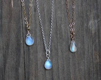 470182a3d65d Kleine Mondsteinkette, Regenbogen Mondstein, 925 Silber, Goldfill,  Halskette mit Edelstein, Valentinstag, MayamBerlin