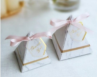 100 Triangular Pyramid Marble Style Candy Box Wedding Favors Party Supplies Gift Chocolate Boxes With Ribbon THANKS Table