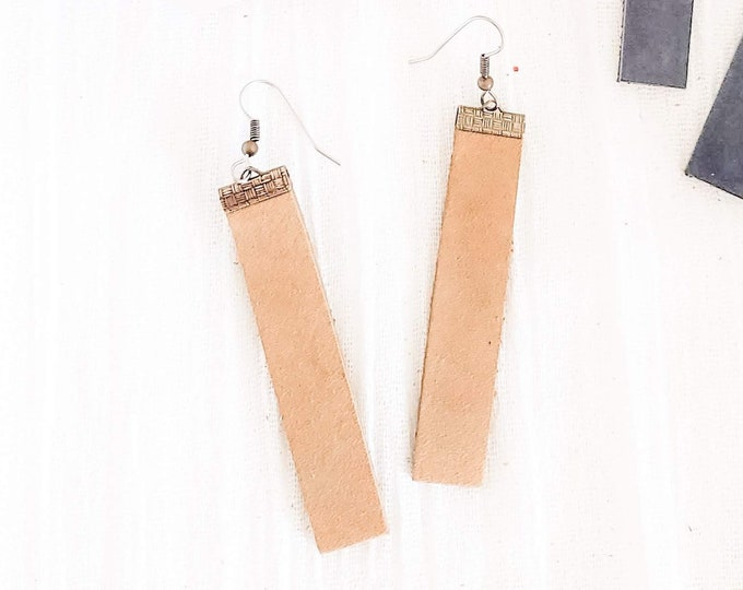 Leather Bar Earrings / Rustic Taupe / Boho / Rectangle / Statement Earrings / Lightweight / Medium Earrings / Minimal Earrings / Modern