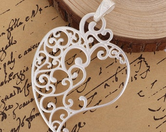 93 mm x 62 mm Lacey Heart Pendant (1025)