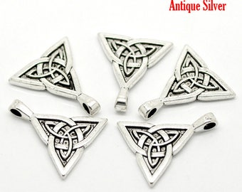 2 Antique Silver Alloy Triangle Celtic Knot Pendant 28 x24mm (B484o)