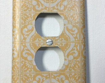 Outlet Cover - Yellow/White