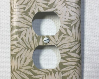 Outlet Cover - Green/White Palms