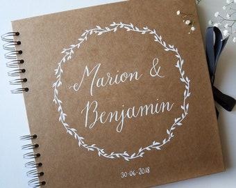 Livre d'Or kraft personnalisé prénoms en calligraphie et couronne | Mariage champêtre et original | Guest book personnalisé encre blanche