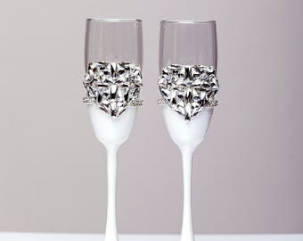 white Silver wedding flutes Winter wedding glasses Champagne flutes diamond Glasses silver Wedding gift Toasting glasses set of 2