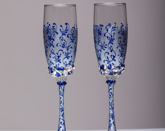 Personalized Wedding glasses royal blue and silver Personalized glasses Champagne flutes Toasting glasses royal blue silver Flutes set of 2