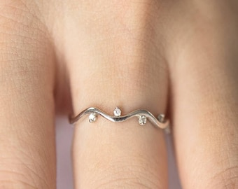 Diamond Wavy Ring, Solid 14K Gold Ring, Stackable Ring, Stacking Ring, Wavy Diamond Band, Wavy Ring,Unique Diamond Ring, Curved Diamond Band