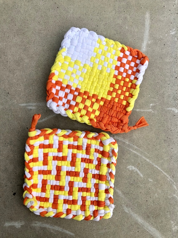 Set of 2 HANDMADE OVEN MITS, Hot pads, Pot holders, oven mitts, oven mitten, crochet looped pot holder, set of oven mitts