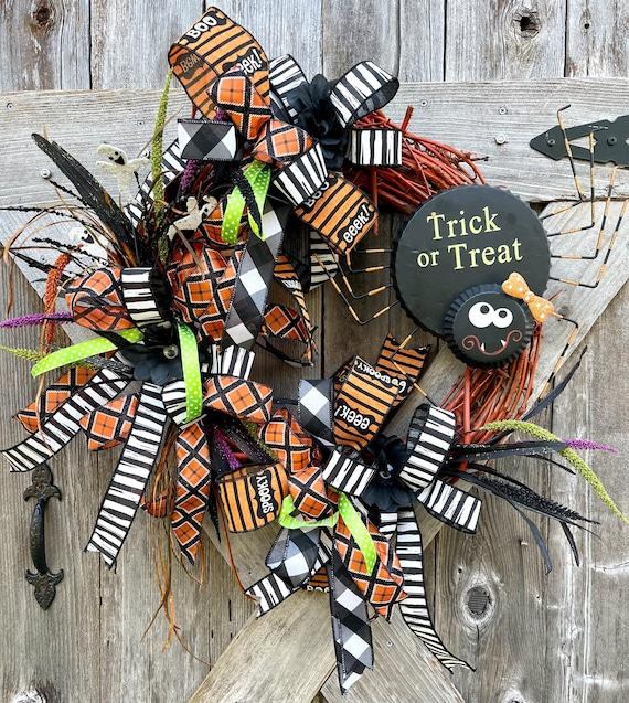 TRICK or TREAT spider Halloween Wreath, Spider fun Halloween wreath, soider ghost wreath, halloween door decor