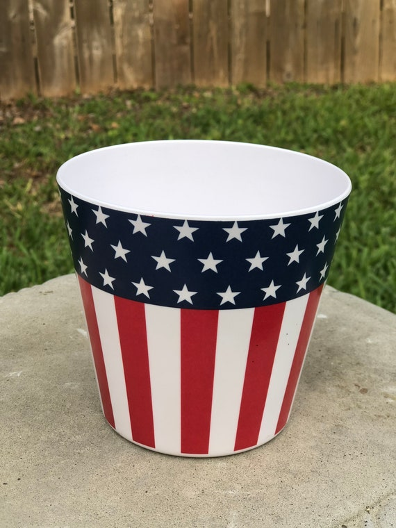 PATRIOTIC PLANTER POT, patriotic arrangement pot, patriotic vase, plastic patriotic vase, small July 4th vase, patriotic decor