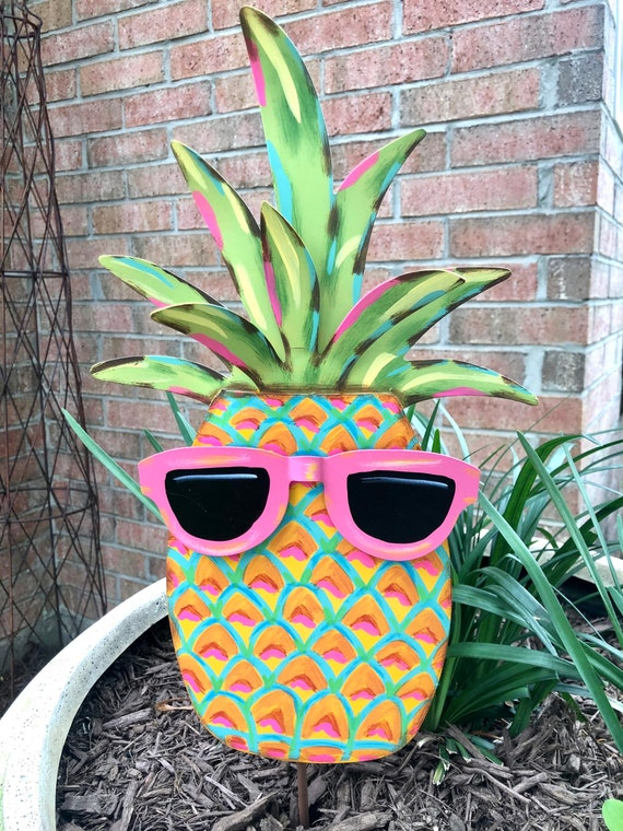 PINEAPPLE SIGN, Round Top Collection sign, pineapple with sunglasses sign