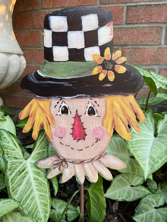 SCARECROW black and white checkered Metal Sign, fall yard Sign, fall  Round Top Collection sign