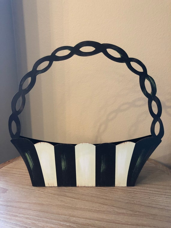 ELEGANT BLACK and White basket, Round Top Metal container, Easter basket, spring vase decor