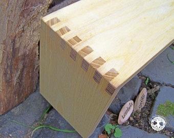 Yoga Studio I meditation bench/meditation settle - seiza/yoga bank - prayer stool I Ahni I PAULOWNIA I laminated wood I (bitcoin accepted)