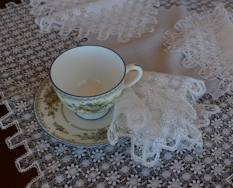 8 Lace Napkins Hand Tenerife Lace Tea Cloth and Napkins Set Antique Linen Set Tea Cloth 8 Napkins