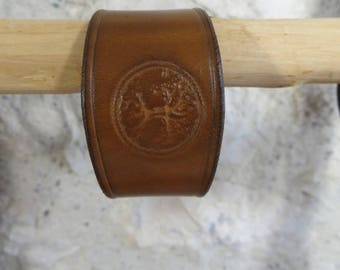 Bracelets in the vegetable tanned leather, tree of life pattern