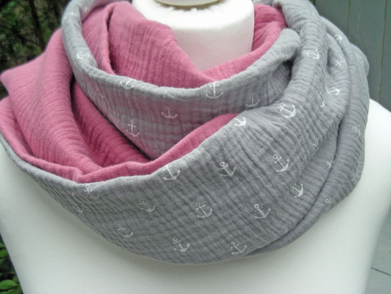 Loop muslin grey with anchors and old pink  round scarf image 0