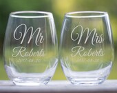 Newlywed Gifts, Mr and Mrs Glasses, Personalized Wedding Gift for Couple, Personalized Wedding Wine Glasses, Gift for Newlyweds,