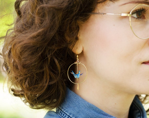 Hoop earrings gilded with fine gold 24 ct adorned with blue origami cranes flowery patterned 3cm pendant french hook