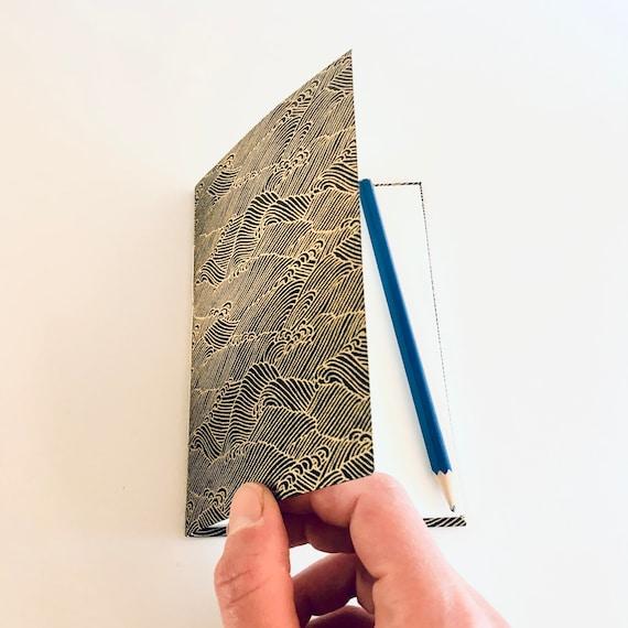 Carnet de notes, de voyage ou à dessin papier japonais motifs vagues noir et or