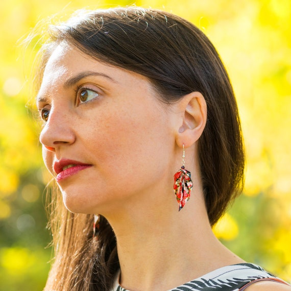 Origami feather earrings red and black flowers patterns