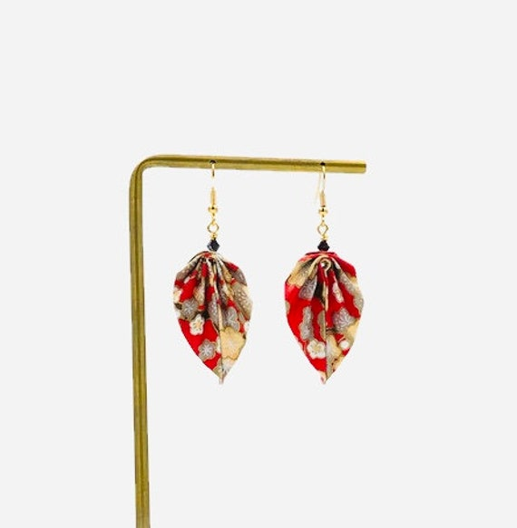 Red and golden paper leaves earrings flower patterns
