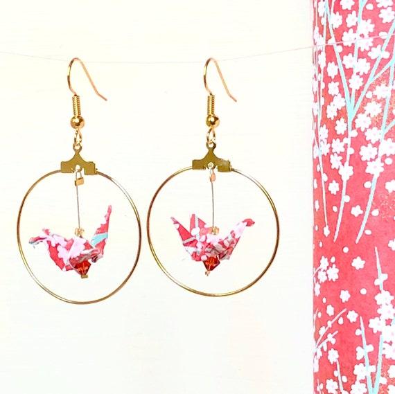 Boucles d'oreille origami, rouge pastel et or, motif fleurie