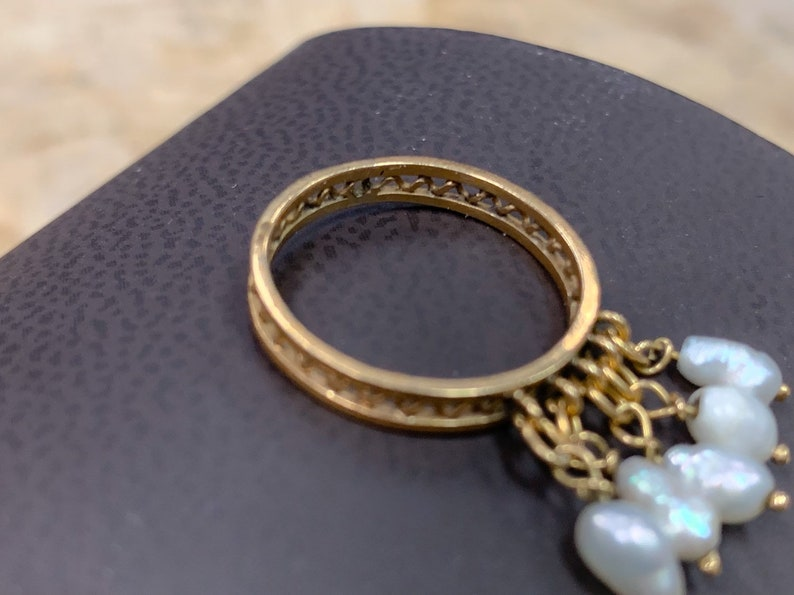 Vintage 1970/'s bohemian 14k solid yellow gold ring with spiral cutwork and fresh water pearl dangles