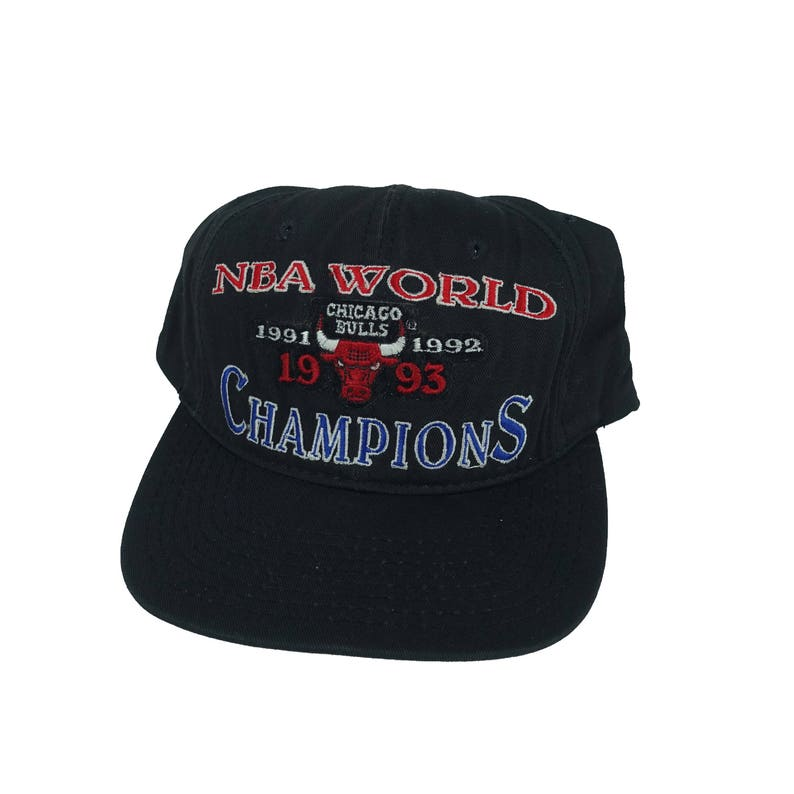f40d0deb78b24d Vintage 1990s Chicago Bulls 93 Three Peat Starter Brand Black