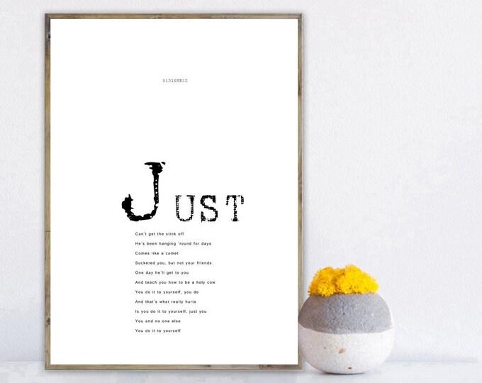 Stampa di un poster con testo musicale: JUST by Radiohead. Stampa tipografica con citazione musicale. Stile scandinavo.