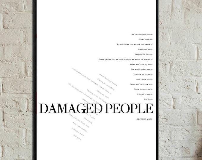 Poster con citazione musicale Depeche Mode: Damaged People. Stampa tipografica . Stampa in stile scandinavo.
