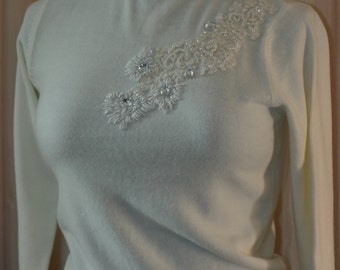Luxurious vintage ladies cashmere turtle neck sweater with beading