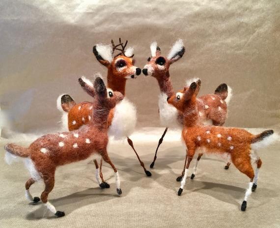 Needle felted deers, deer ornament, deer family, deer figurine, deer sculpture, deer doll, woodland animal, Waldorf animal, felted fawn