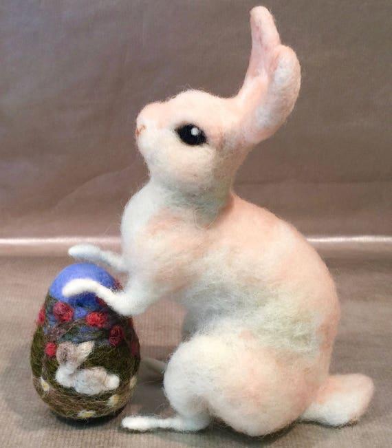 Feted Easter bunny, felted Easter rabbit, felted Easter egg, Easter decor, vintage Easter, Romantic Easter, Easter ornament, wool bunny