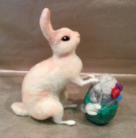 Needle felted Easter egg, Easter egg, Easter decor, Easter ornament, needle felted bunny, needle felted bunny, Easter bunny, Easter rabbit
