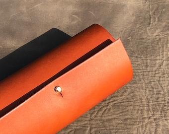 Leather glasses case. Tan sunglasses case. Unisex glasses case. Leather gift. Third anniversary gift. Travel gift. Handmade to order
