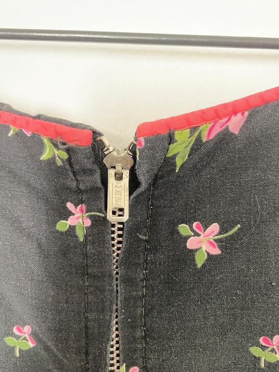 Vintage 1950s Novelty Black Floral Cotton Sundres… - image 6