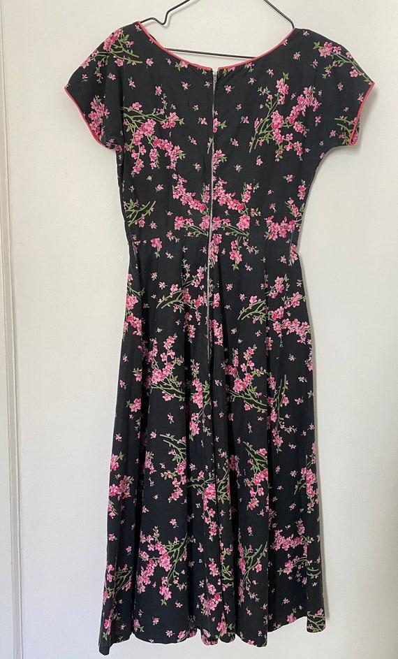 Vintage 1950s Novelty Black Floral Cotton Sundres… - image 7