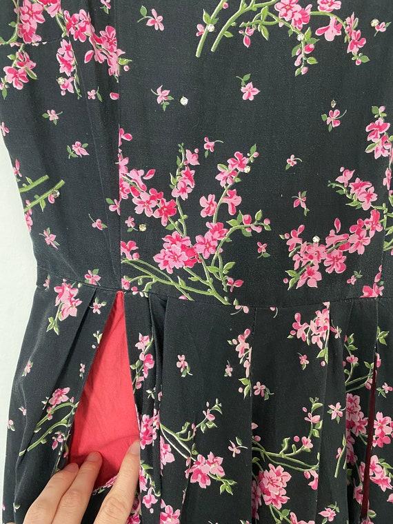Vintage 1950s Novelty Black Floral Cotton Sundres… - image 3