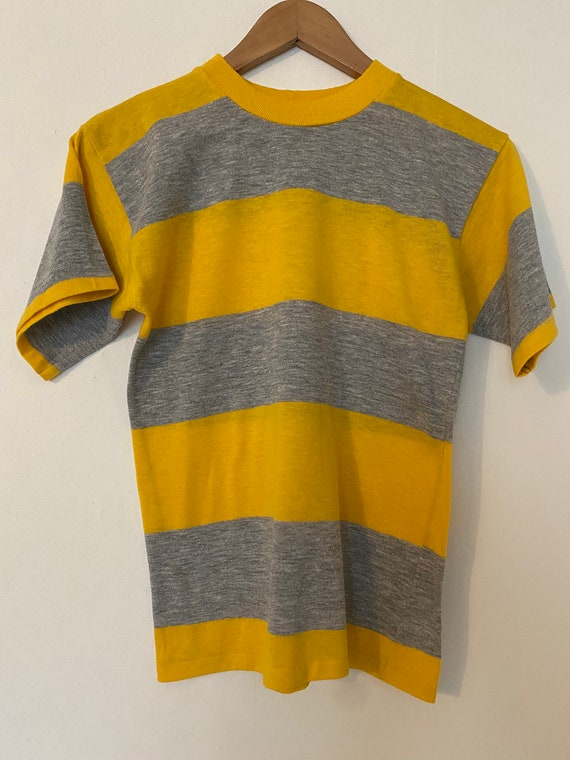 Vintage 1970s Gray and Yellow Wide Border Stripe T