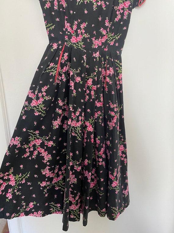 Vintage 1950s Novelty Black Floral Cotton Sundres… - image 5