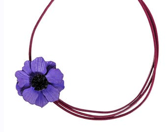 Crew neck anemone flower with cowhide leather