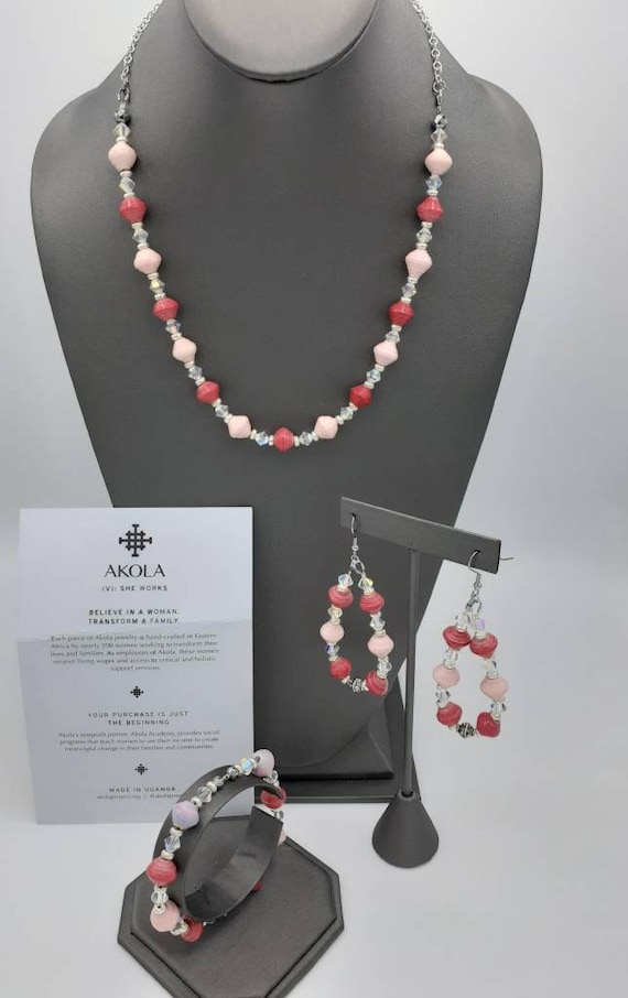 AKOLA beads in shades of pink
