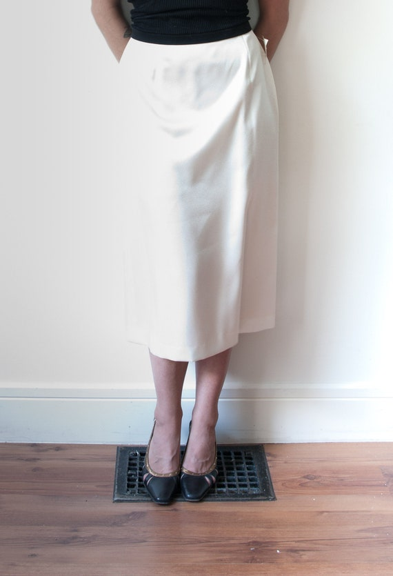 1970's White High Rise Cocktail Skirt / Vintage Wh