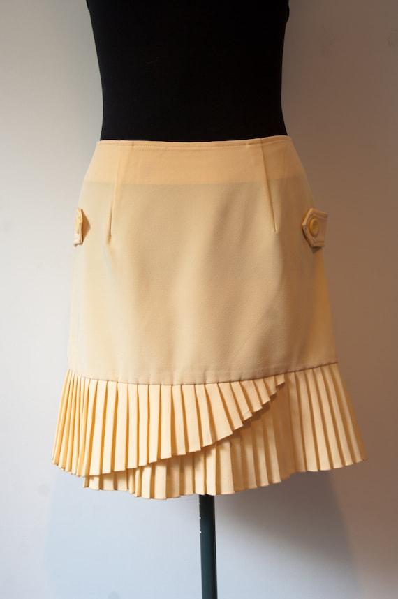 1960's Pleated Mini Skirt / Vintage Cream Coloured
