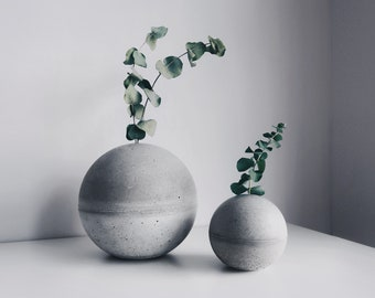 PLANET sphere concrete flower vase / paper weight / bookend (Φ10cm)