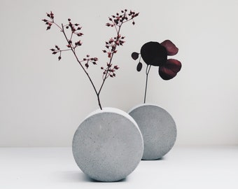 FULL MOON round and round concrete flower vase