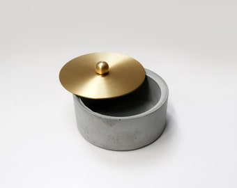 GLODEN MOON rounded concrete box with brass lid / Jewelry box / Ashtray